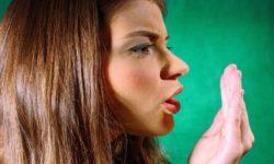 Как легко избавиться от чесночного запаха изо рта.