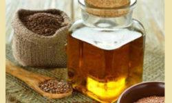 Женщинам после 50 лет необходимо ввести в рацион льняное масло, чтобы сохранить здоровье