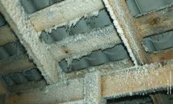 Конденсат на крыше из металлочерепицы: причины и способы устранения