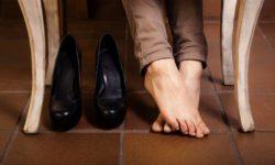 Хитрый способ, чтобы ноги в обуви зимой не мерзли и не потели.